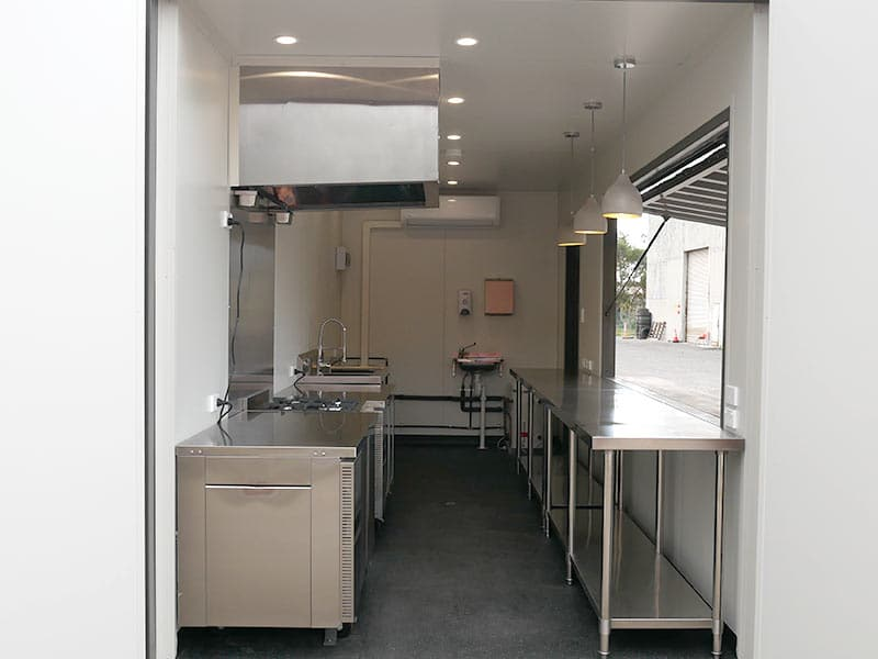 container-cafe-kitchen-03