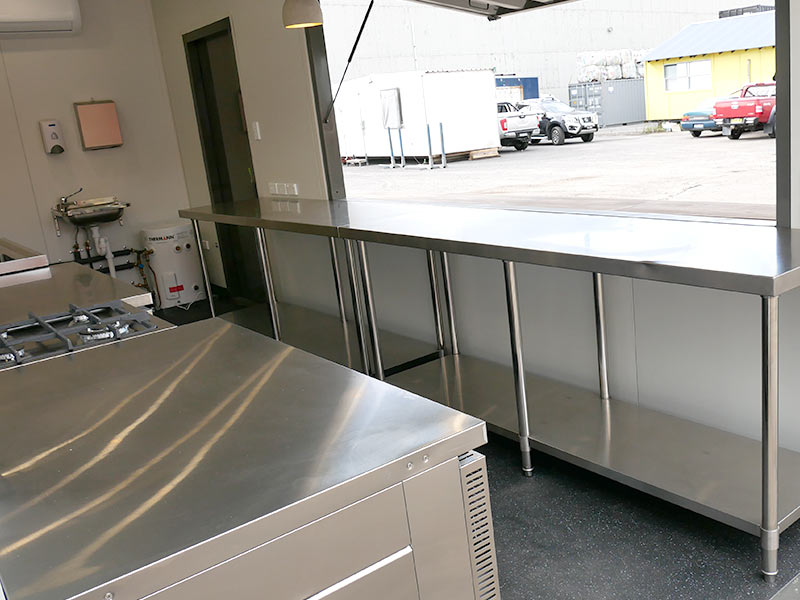 container-cafe-kitchen-05